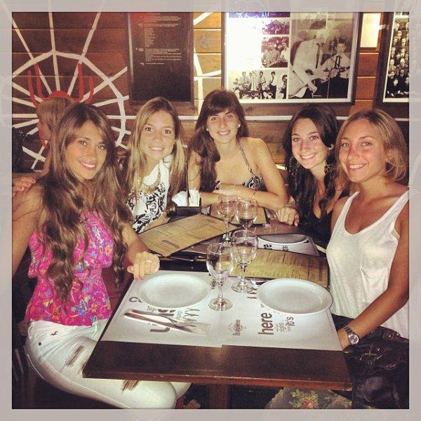 Antonella Roccuzzo et des amis