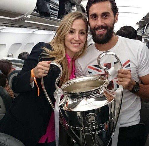 Carlota Ruiz et Alvaro Arbeloa aprés CL le 24 - 05