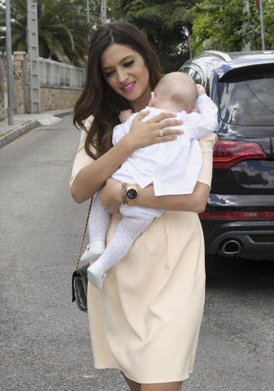 Sara Carbonero, Iker Casillas au Bapteme de Martin le 31 - 05