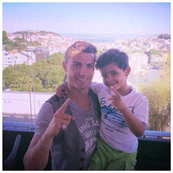 Cristiano Ronaldo et Caristiano Jr le 01 - 06