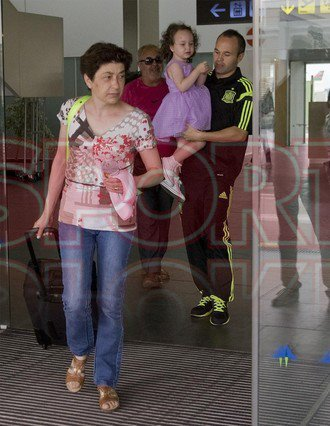 Andres et Valeria Iniesta et ses parents le 24 - 06 a Barcelone