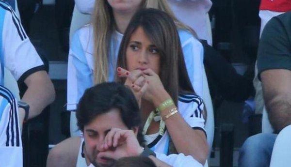 Antonella Roccuzzo et Bruna Marquezine lors des match de 8eme de final