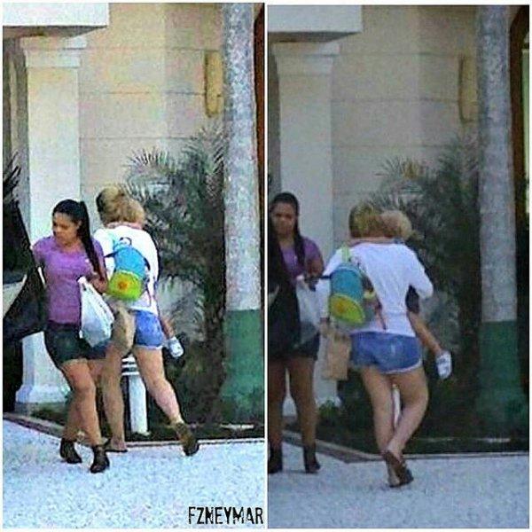 Bruna Marquezine, Caroline Dantas et Davi Lucca de visiste chez Neymar le 06 - 07