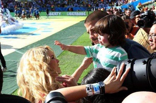Shakira, Gerard Piqué et Milan Piqué a la céremonie de clôture de la FIFA World Cup le 13- 07