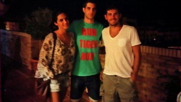 Sara Carbonero, Iker Casillas et des fans le 17 - 07