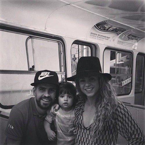Shakira, Gerard Piqué et Milan Piqué le 20 - 07