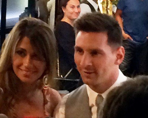 Antonella Roccuzzo et Leo Messi le 24 - 07 a D&G  a Capri