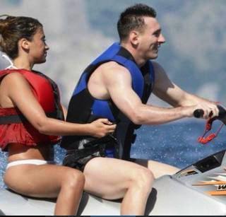 Antonella Roccuzzo et Leo Messi le 24 - 07 a capri