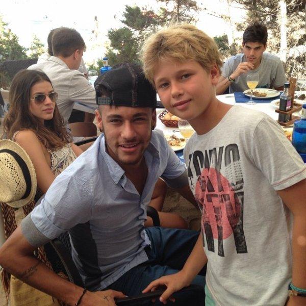 Bruna Marquezine et Neymar le 26 - 07 a Ibiza