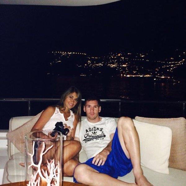 Antonella Roccuzzo et Leo Messi le 27 - 07 a Capri