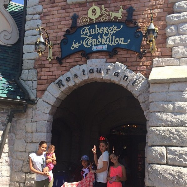 Chloé De Launay et Nafissa Benzema a Disney Land