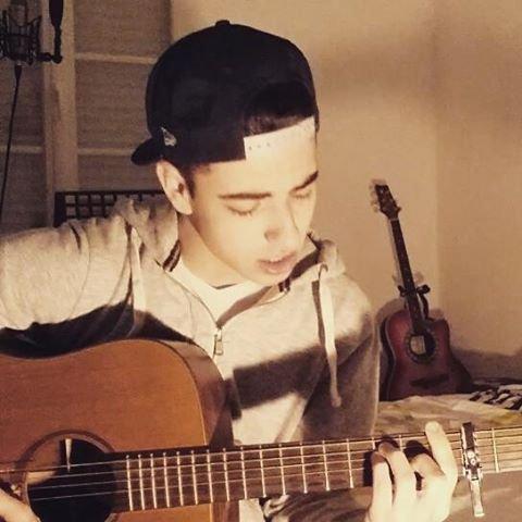 Découvre à travers mon blog fan le chanteur de 19 ans EVANS BECKER !