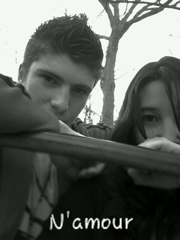 Sans toi ma vie n'as plus qu'un gout amer, alors reste dans ma vie parce que je t'aime a la folie