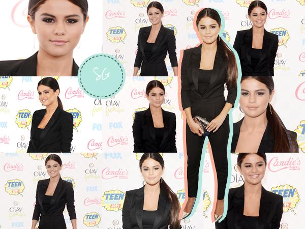 Teen Choice Awards 2014 l Statue