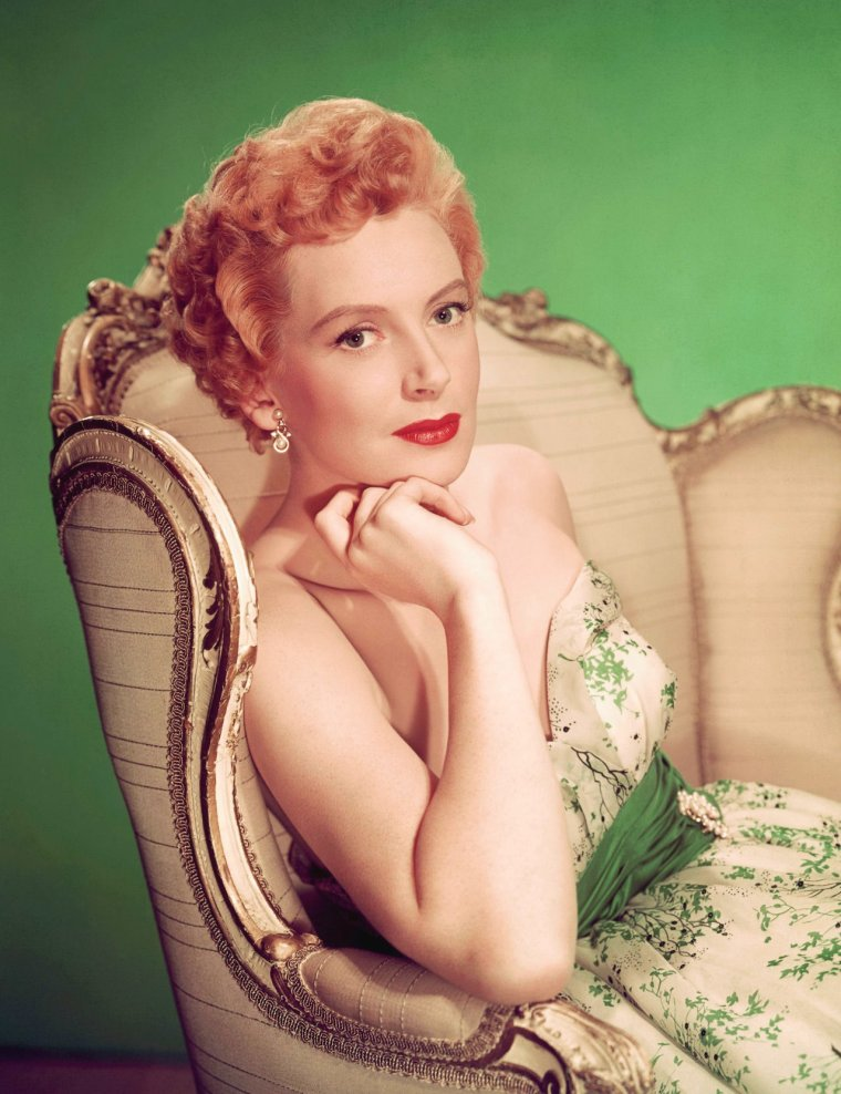 "Deborah KERR (Born : Deborah Jane KERR-TRIMMER,  September 30, 1921 in Helensburgh, SCOTLAND, UK,  Died : October 16, 2007 (age 86) in Botesdale, Suffolk, ENGLAND,  UK). Height : 5' 6"" (1,68 m)."