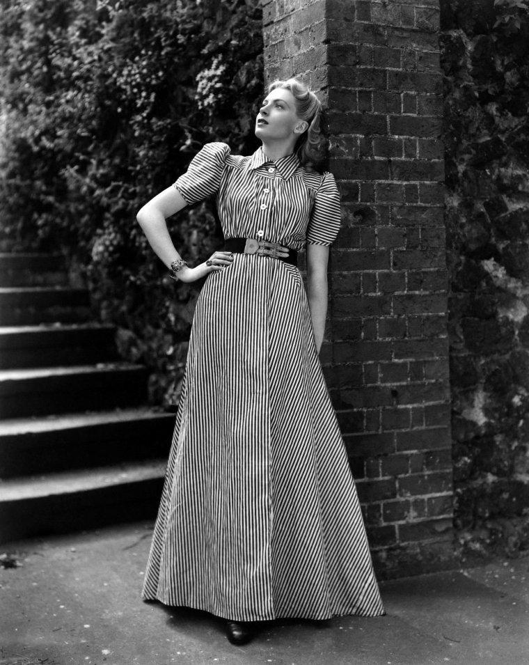 "Deborah KERR (Born : Deborah Jane KERR-TRIMMER,  September 30, 1921 in Helensburgh, SCOTLAND, UK,  Died : October 16, 2007 (age 86) in Botesdale, Suffolk, ENGLAND,  UK). Height : 5' 6"" (1,68 m)."