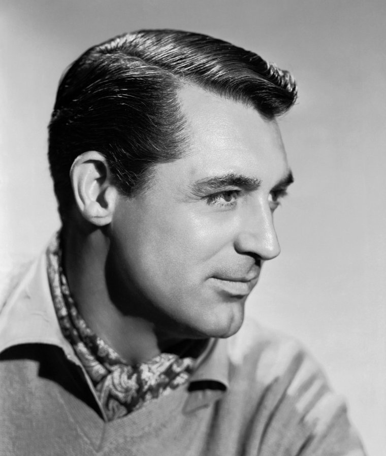"Cary GRANT (Born : Archibald Alexander LEACH,  January 18, 1904 in Horfield, Bristol, ENGLAND, UK,  Died : November 29, 1986 (age 82) in Davenport, Iowa, USA) Height : 6' 1½"" (1,87 m)."