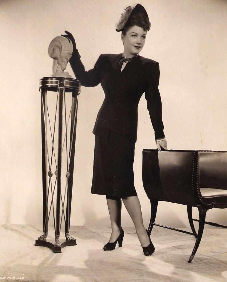 "Anne BAXTER (Born : May 7, 1923 in Michigan City, Indiana, USA,  Died : December 12, 1985 (age 62) in New York City, New York, USA) Height : 5' 3¾"" (1,62 m)"