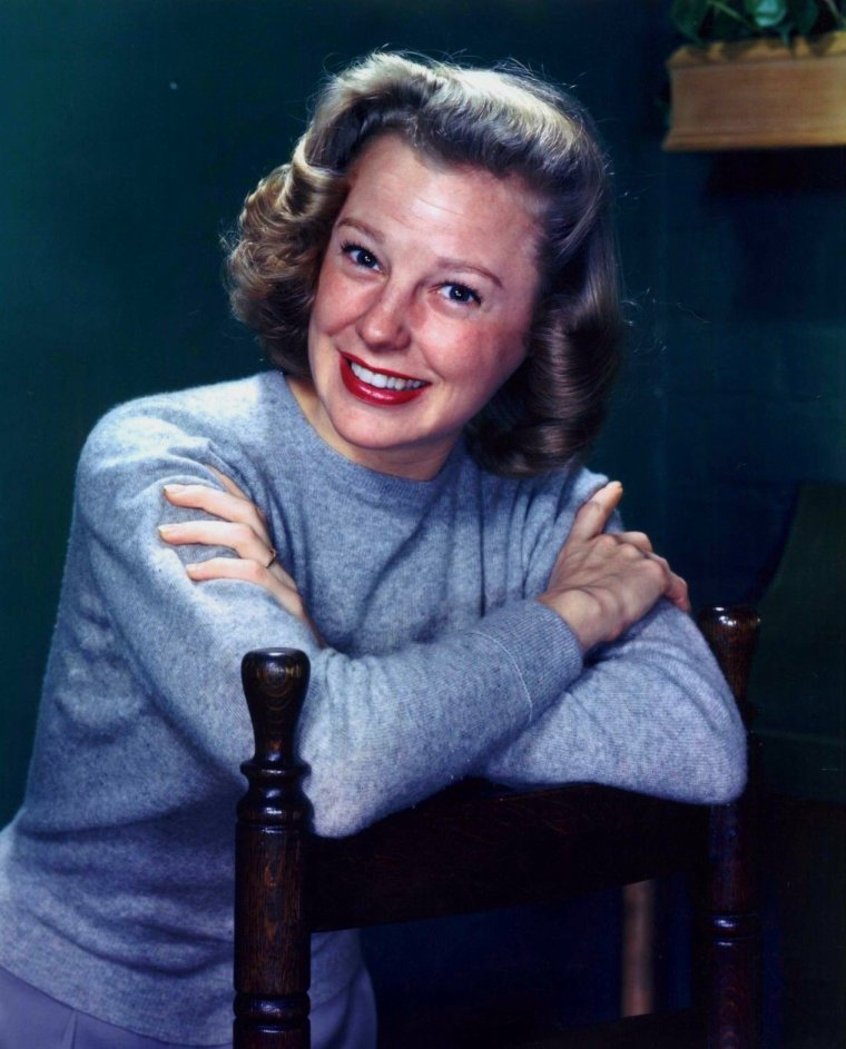June ALLYSON (Born : Eleanor GEISMAN,  October 7, 1917 in The Bronx, New York, USA,  Died : July 8, 2006 (age 88) in Ojai, California, USA) Height : 5' (1,52 m)