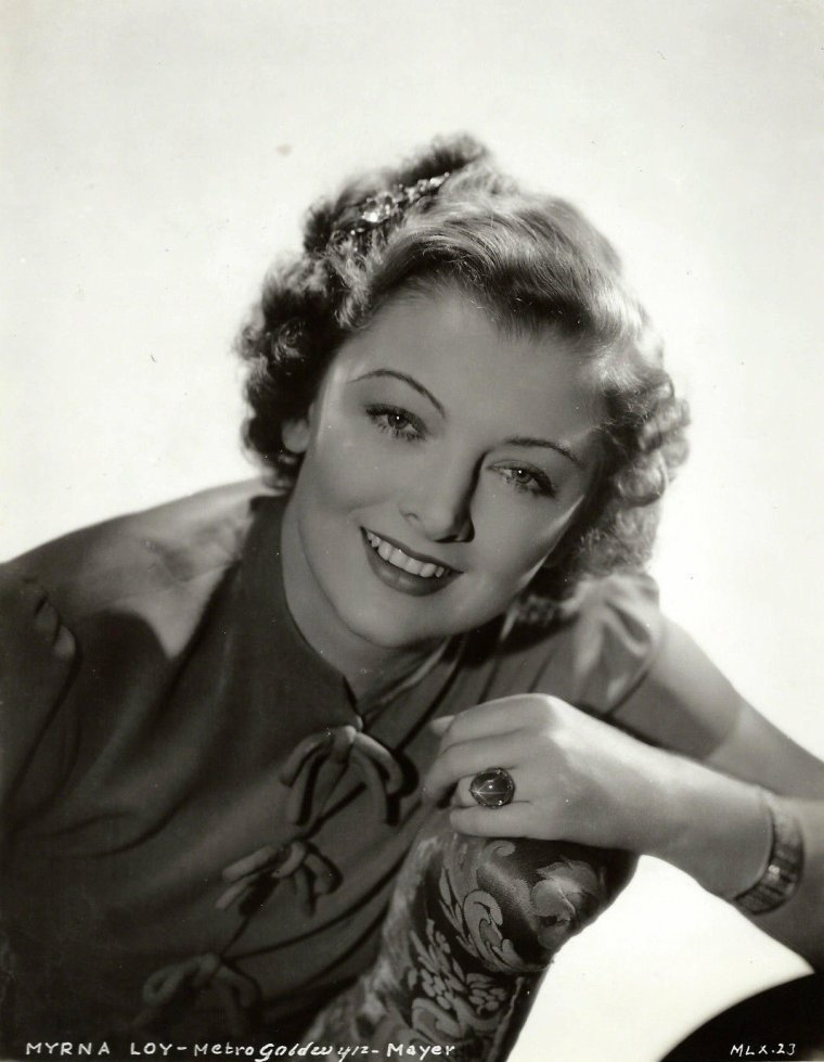 "Myrna LOY (Born : Myrna Adele WILLIAMS,  August 2, 1905 in Radersburg, Montana, USA,  Died : December 14, 1993 (age 88) in New York City, New York, USA) Height : 5' 6"" (1,68 m)"