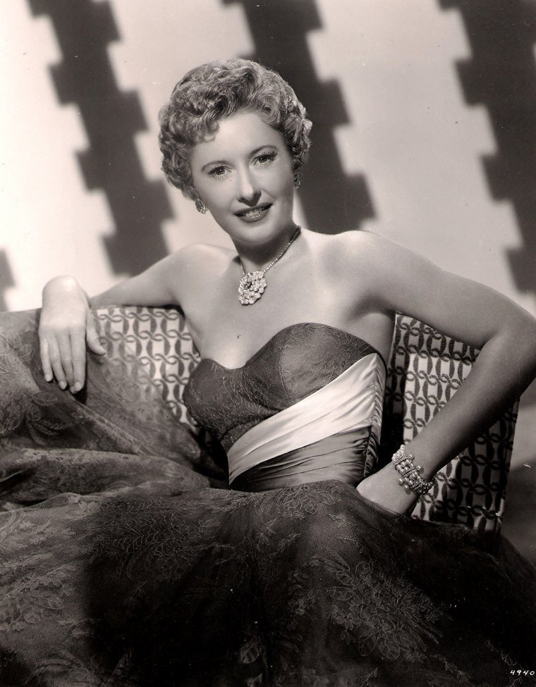 "Barbara STANWYCK ( Born : Ruby Catherine STEVENS,  July 16, 1907 in Brooklyn, New York City, New York, USA,  Died : January 20, 1990 (age 82) in Santa Monica, California, USA) Height : 5' 5"" (1,65 m)"