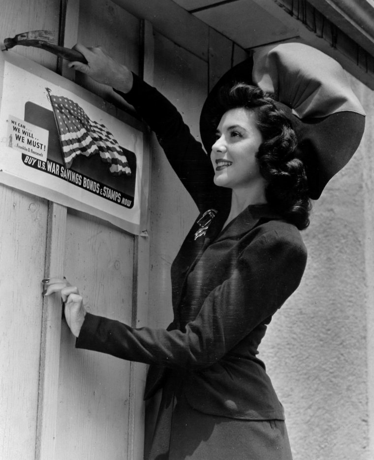 "Ann RUTHERFORD (Born : Therese Ann RUTHERFORD,  November 2, 1917 in Vancouver, British Columbia, CANADA, Died : June 11, 2012 (age 94) in Beverly Hills, California, USA) Height : 5' 6"" (1,68 m)"