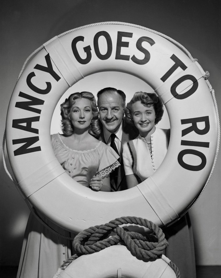 "Louis CALHERN (Born : Carl Henry VOGT,  February 19, 1895 in Brooklyn [now in New York City], New York, USA,  Died : May 12, 1956 (age 61) in Tokyo, JAPAN) Height : 6' 3"" (1,91 m)"