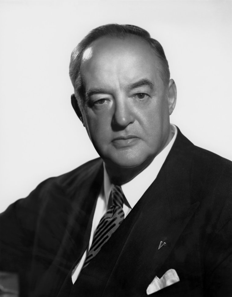 "Sydney GREENSTREET (Born : Sydney Hughes GREENSTREET,  December 27, 1879 in Sandwich, Kent, ENGLAND, UK,  Died : January 18, 1954 (age 74) in Hollywood, Los Angeles, California, USA)  Height : 5' 9"" (1,75 m)"
