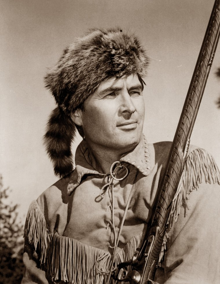 "Fess PARKER (Born : Fess Elisha PARKER Jr.,  August 16, 1924 in Fort Worth, Texas, USA,  Died : March 18, 2010 (age 85) in Santa Ynez, California, USA) Height : 6' 5½"" (1,97 m)"