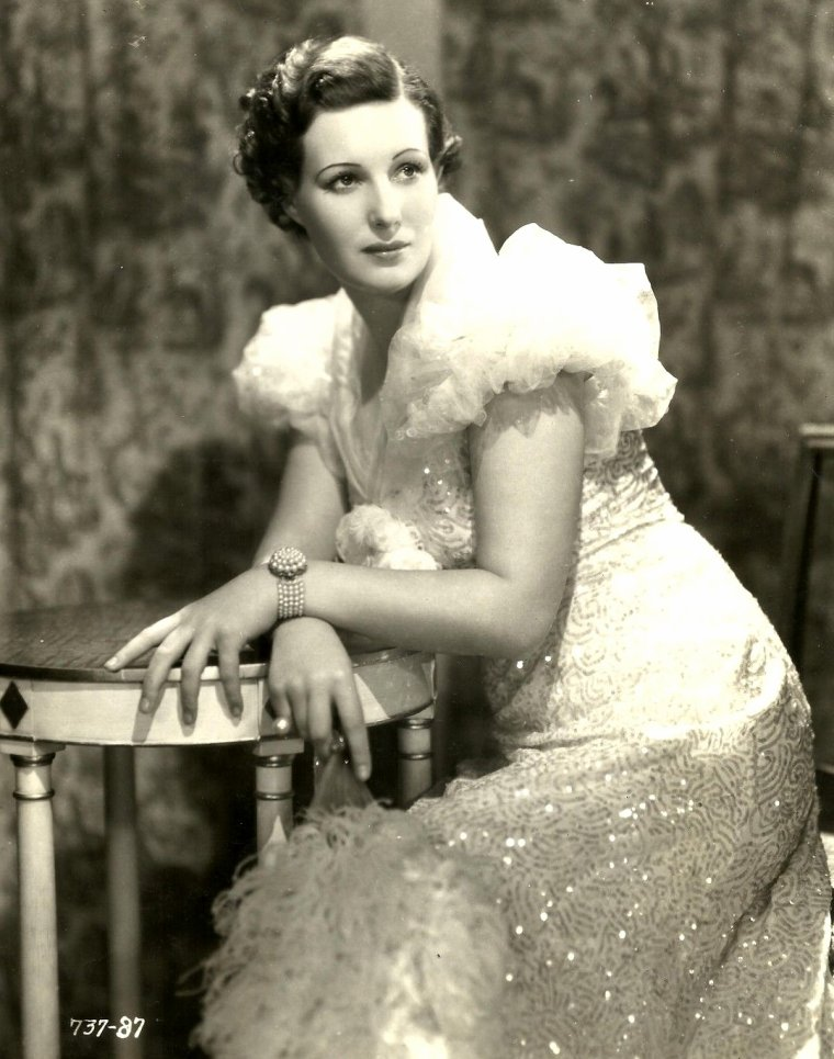 "Binnie BARNES (Born : Gittel Enoyce BARNES, (later called, Gertrude Maude BARNES)  March 25, 1903 in Finsbury, London, ENGLAND, UK,  Died : July 27, 1998 (age 95) in Beverly Hills, Los Angeles, California, USA)  Height : 5' 5"" (1,65 m)"