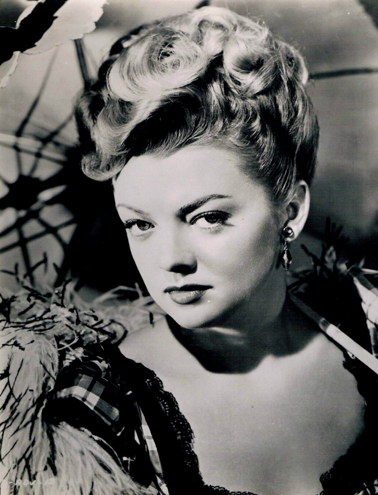 Myrna DELL (Born : Marilyn Adele DUNLAP,  March 5, 1924 in Los Angeles, California, USA,  Died : February 11, 2011 (age 86) in Studio City, Los Angeles, California, USA)