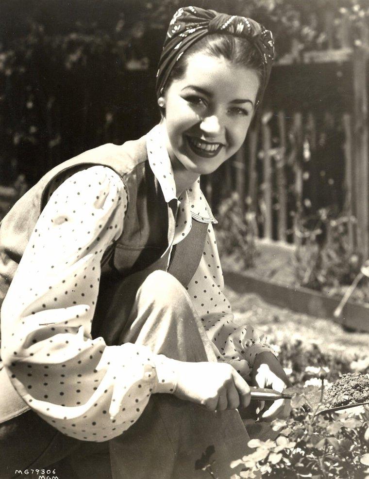 "Marsha HUNT (Born : Marcia Virginia HUNT,  October 17, 1917 in Chicago, Illinois, USA)  Height : 5' 6"" (1,68 m)"