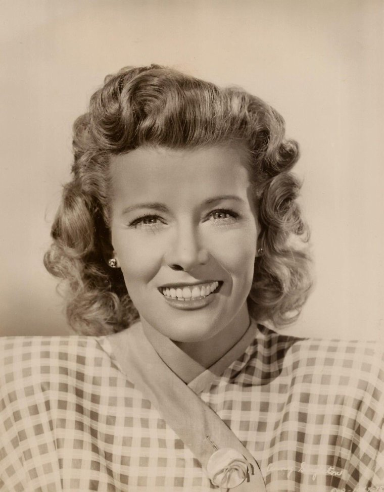 Penny SINGLETON (Born : Mariana Dorothy Agnes Letitia McNULTY,  September 15, 1908 in Philadelphia, Pennsylvania, USA,  Died : November 12, 2003 (age 95) in Sherman Oaks, California, USA)