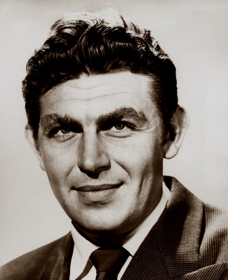 Andy GRIFFITH (Born : Andy Samuel GRIFFITH,  June 1, 1926 in Mount Airy, North Carolina, USA,  Died : July 3, 2012 (age 86) in Manteo, North Carolina, USA)  Height : 1,'6' (1,83 m)