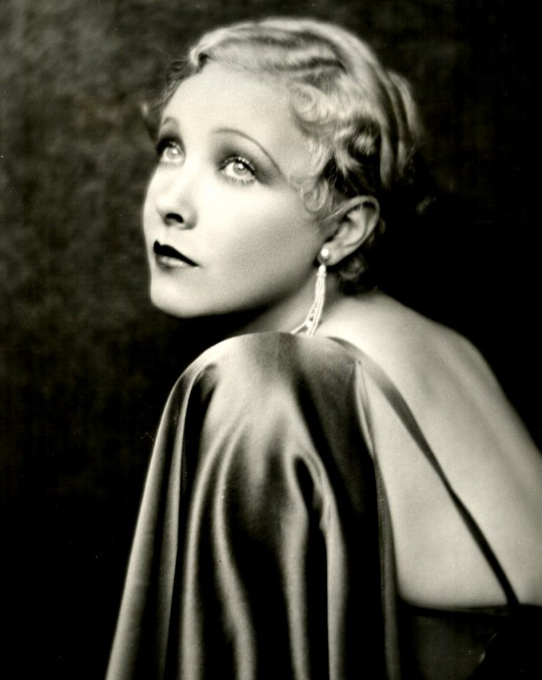 "Helen TWELVETREES (Born : Helen Marie JURGENS,  December 25, 1908 in Brooklyn, New York, USA,  Died : February 13, 1958 (age 49) in Harrisburg, Pennsylvania, USA) Height : 5' 3"" (1,60 m)"