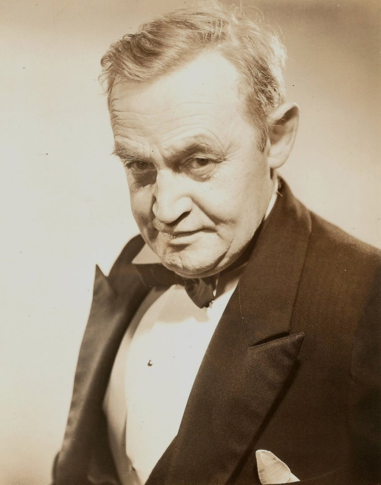 "Barry FITZGERALD (Born : William Joseph SHIELDS,  March 10, 1888 in Dublin, IRELAND, Died : January 14, 1961 (age 72) in Dublin, IRELAND) Height : 5' 4"" (1,63 m)"