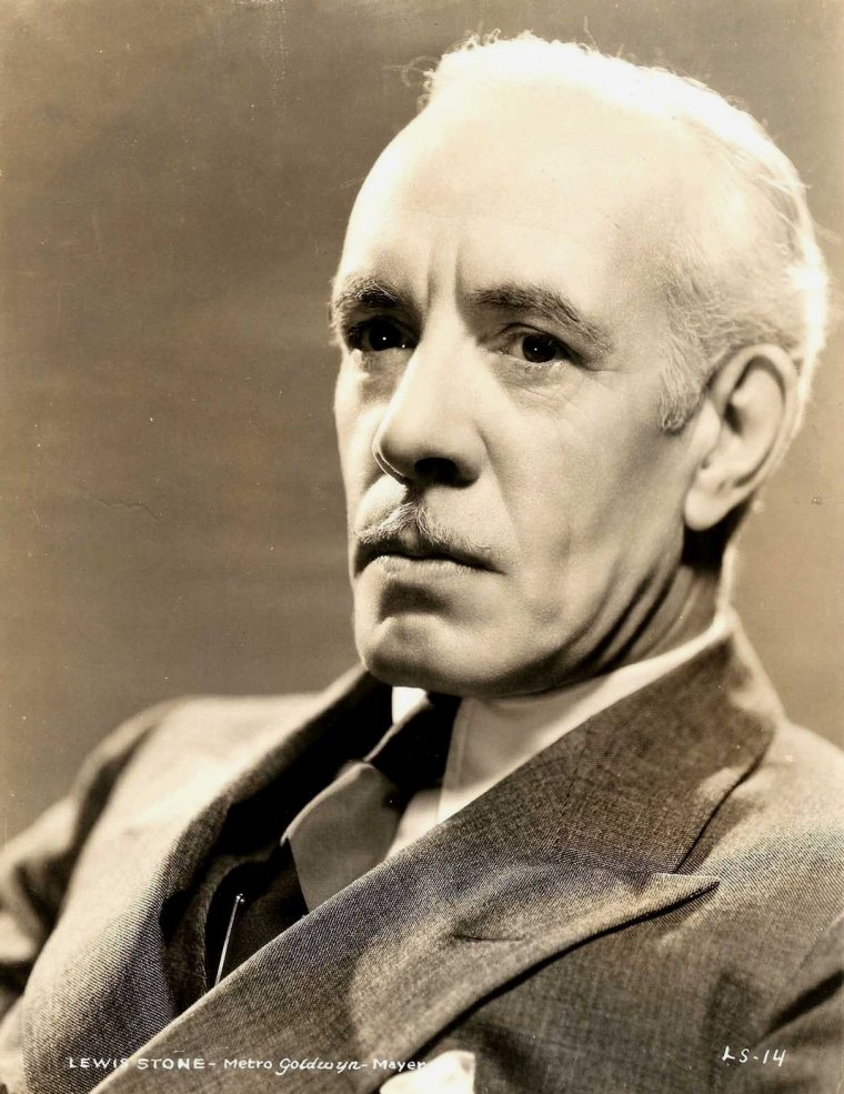 "Lewis STONE (Born : Lewis Shepard STONE,  November 15, 1879 in Worcester, Massachusetts, USA,  Died : September 12, 1953 (age 73) in Beverly Hills, Los Angeles, California, USA) Height : 5' 10¾"" (1,80 m)"