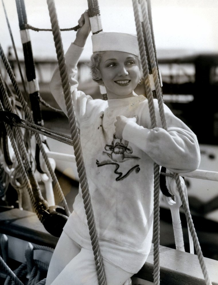 "Leila HYAMS (Born : May 1, 1905 in New York City, New York, USA,  Died : December 4, 1977 (age 72) in Bel Air, California, USA) Height : 5' 5"" (1,65 m)"