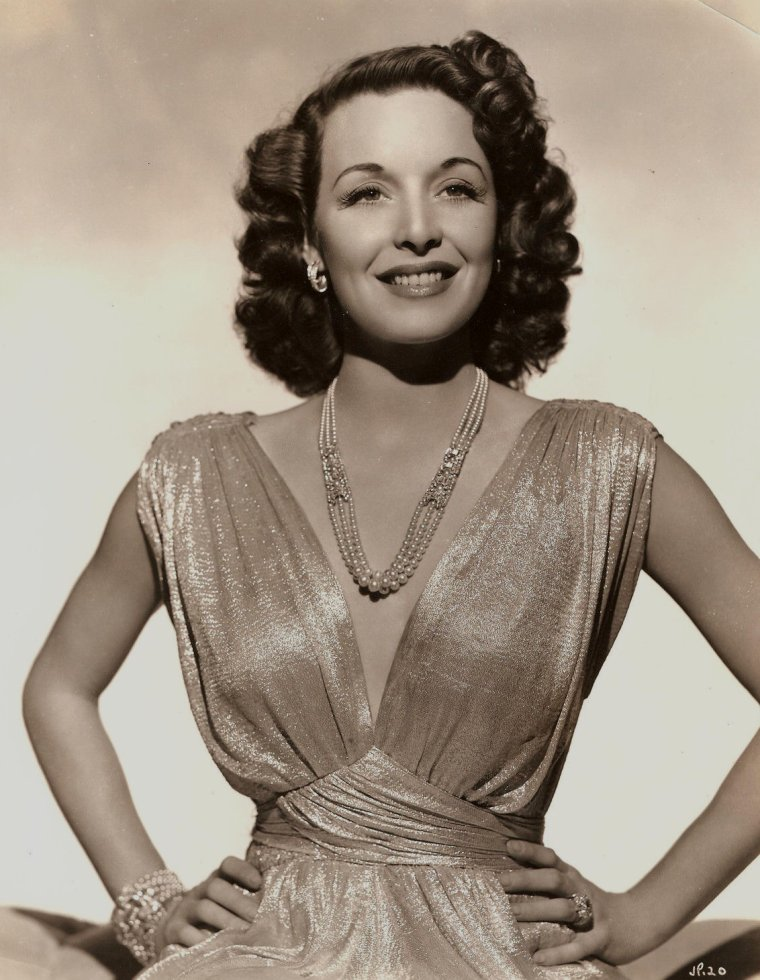 Joan PERRY (Born : Elizabeth ROSILAND MILLER,  July 7, 1911 in Pensacola, Florida, USA,  Died : September 16, 1996 (age 85) in Montecito, California, USA)