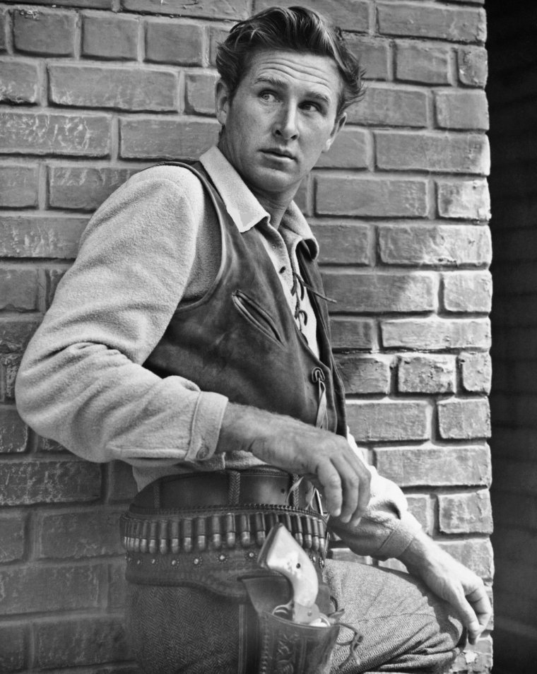 "Lloyd BRIDGES (Born : Lloyd VERNET BRIDGES Jr.,  January 15, 1913 in San Leandro, California, USA,  Died : March 10, 1998 (age 85) in Los Angeles, California, USA) Height :	5' 11¾"" (1,82 m)"
