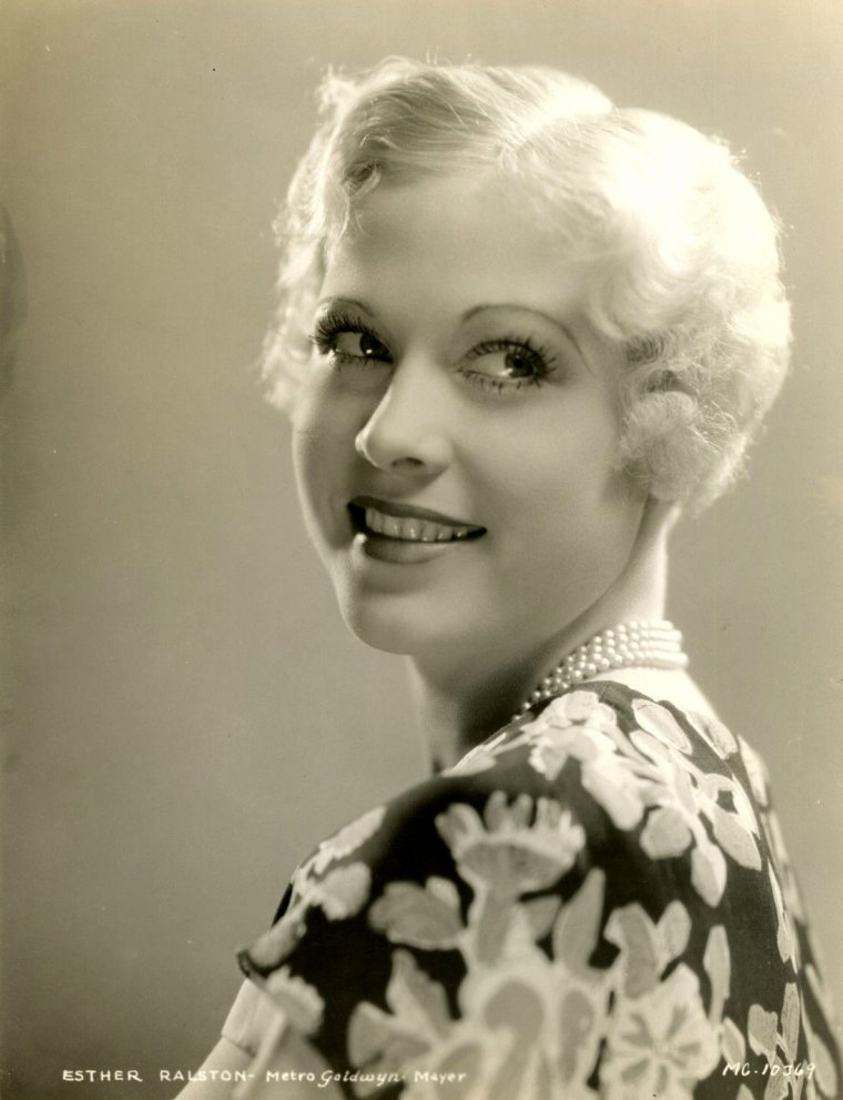 "Esther RALSTON (Born : Esther WORTH,  September 17, 1902 in Bar Harbor, Maine, USA,  Died : January 14, 1994 (age 91) in Ventura, California, USA) Height : 5' 5"" (1,65 m)"