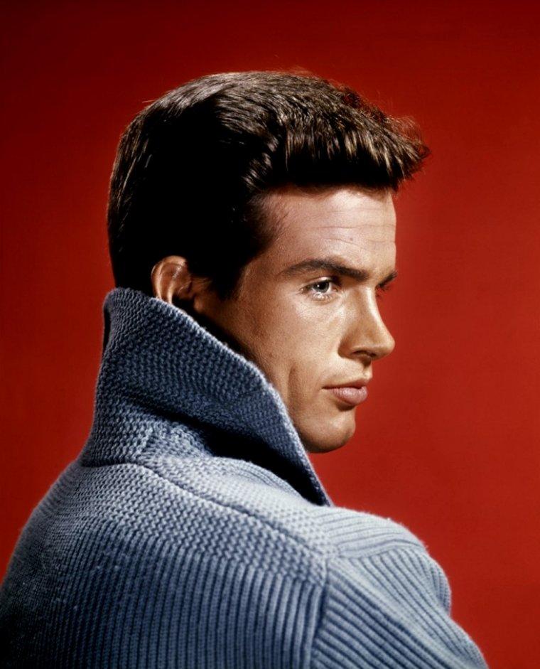 "Warren BEATTY (Born : Henry Warren BEATY,  March 30, 1937 in Richmond, Virginia, USA) Height : 6' 2"" (1,88 m)"