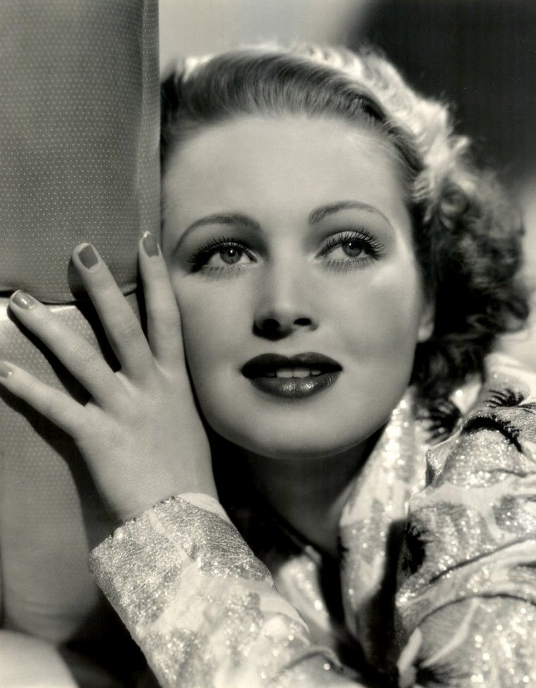 "June LANG (Born : Winifred June VLASEK,  May 5, 1917 in Minneapolis, Minnesota, USA,  Died : May 16, 2005 (age 88) in Valley Village, California, USA)  Height : 5' 3½"" (1,61 m)"