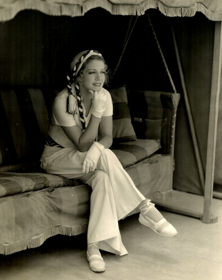 Ruth SELWYN (Born : Ruth WILCOX,  November 6, 1905 in Tazewell, Virginia, USA,  Died : December 13, 1954 (age 49) in Hollywood, Los Angeles, California, USA)