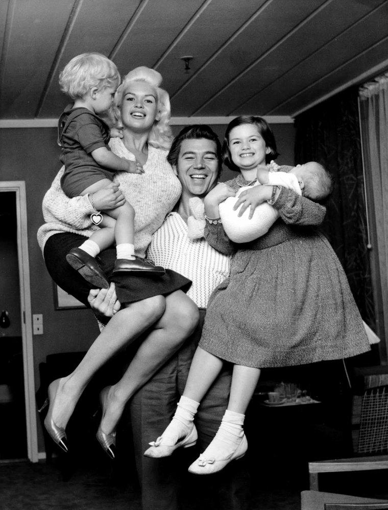 Mickey HARGITAY (Born : Miklós HARGITAY,  January 6, 1926 in Budapest, HUNGARY,  Died : September 14, 2006 (age 80) in Los Angeles, California, USA) Height : 1',6' (1,83 m)