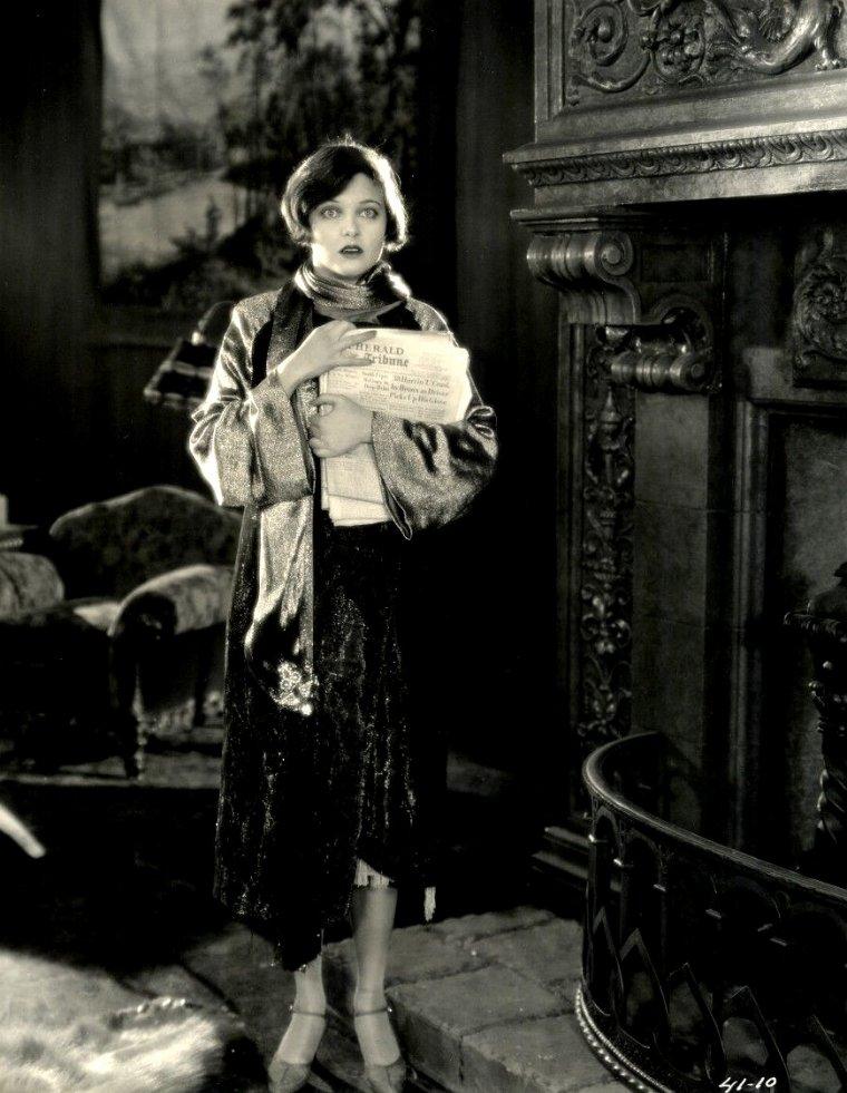 "Corinne GRIFFITH (Born : Corinne Mäe GRIFFIN,  November 21, 1894 in Texarkana, Texas, USA,  Died : July 13, 1979 (age 84) in Santa Monica, California, USA) Height : 5' 6"" (1,68 m)"