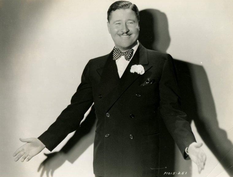 "Jack OAKIE (Born : Lewis DELANEY OFFIELD,  November 12, 1903 in Sedalia, Missouri, USA,  Died : January 23, 1978 (age 74) in Los Angeles, California, USA)  Height : 5' 11"" (1,80 m)"