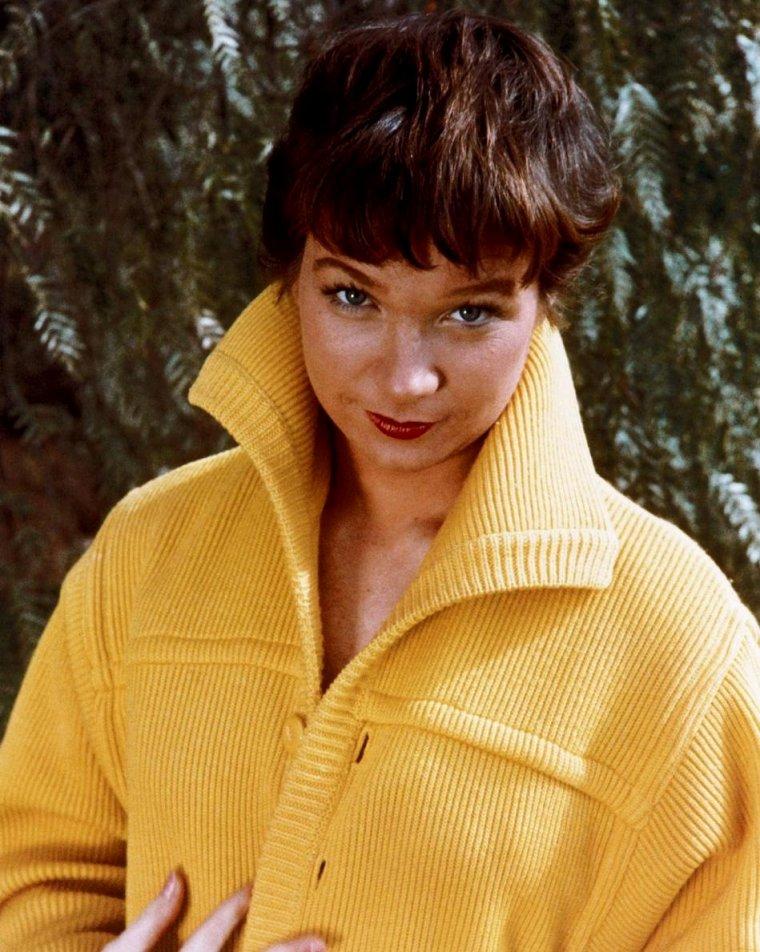 "Shirley MacLAINE (Born : Shirley MacLEAN BEATY,  April 24, 1934 in Richmond, Virginia, USA)  Height : 5' 7"" (1,70 m)"