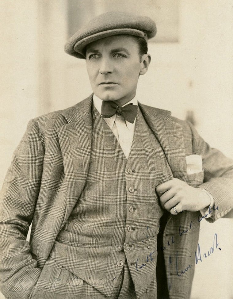 """Clive BROOK (Born : Clifford HARDMAN BROOK,  June 1, 1887 in London, ENGLAND, UK,  Died : November 17, 1974 (age 87) in London, ENGLAND, UK)  Height : 5' 11"""" (1,80 m)"""