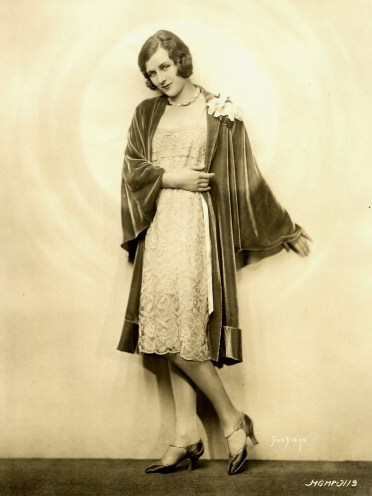 """Marceline DAY (Born : Marceline NEWLIN,  April 24, 1908 in Colorado Springs, Colorado, USA,  Died : February 16, 2000 (age 91) in Cathedral City, California, USA)  Height : 5' 3"""" (1,60 m)"""